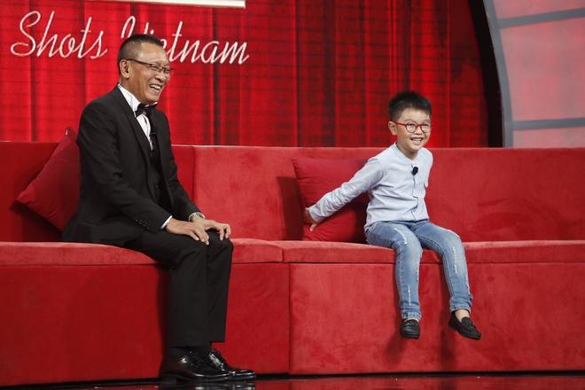 Lại Văn Sâm tẽn tò vì liên tục bị cậu bé 6 tuổi chỉnh đốn vì nói sai - Ảnh 2.
