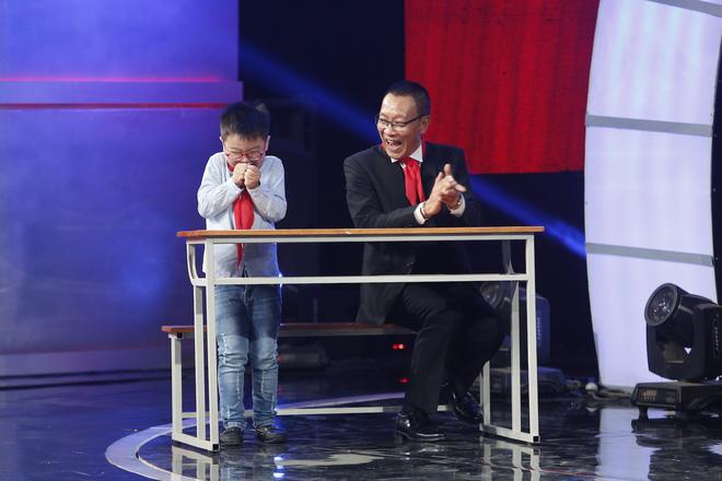 Hiện tượng piano 5 tuổi khiến Lại Văn Sâm phải xin lỗi cháu gái trên sóng truyền hình - Ảnh 12.