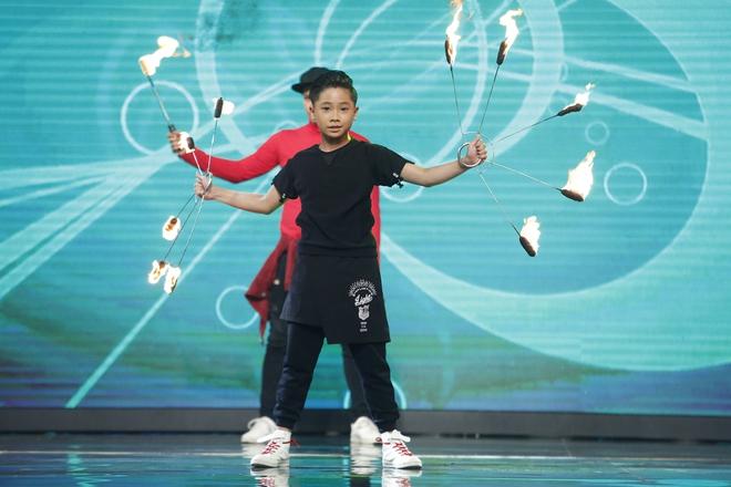 Hiện tượng piano 5 tuổi khiến Lại Văn Sâm phải xin lỗi cháu gái trên sóng truyền hình - Ảnh 9.
