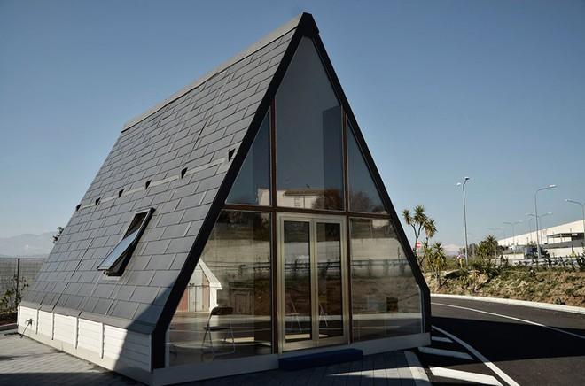 Kỳ diệu ngôi nhà chỉ mất 6 tiếng để xây dựng, thách thức cả động đất, gió bão - Ảnh 1.