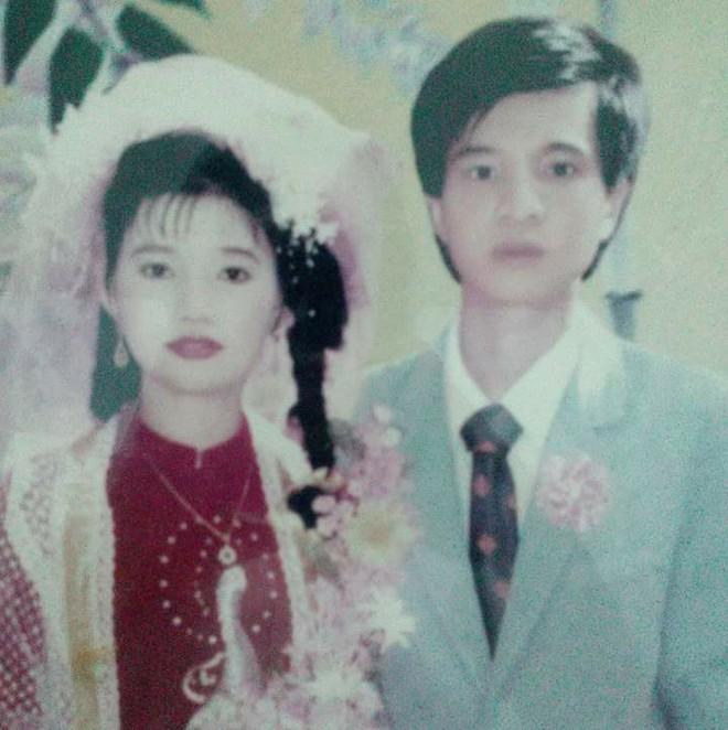 Đám cưới chất chơi thời bố mẹ anh thập niên 90: Pháo nổ râm ran, cả làng chạy theo cô dâu chú rể - Ảnh 34.