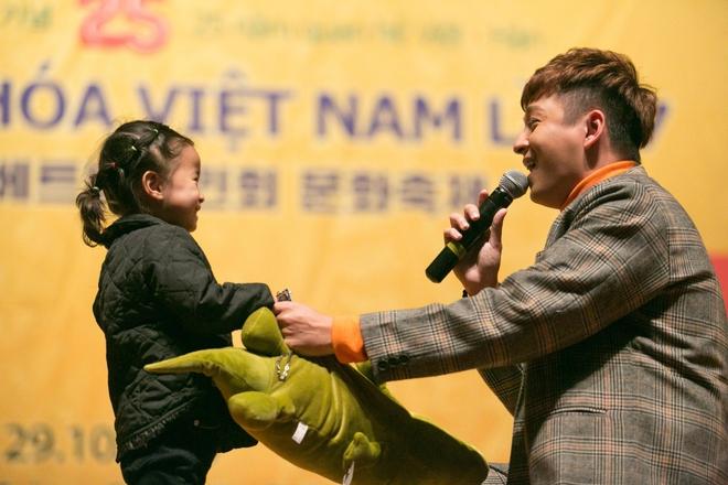 Kiều bào Hàn Quốc phát cuồng với sự đáng yêu của Ngô Kiến Huy - Ảnh 3.