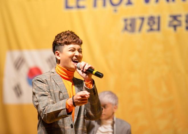 Kiều bào Hàn Quốc phát cuồng với sự đáng yêu của Ngô Kiến Huy - Ảnh 1.