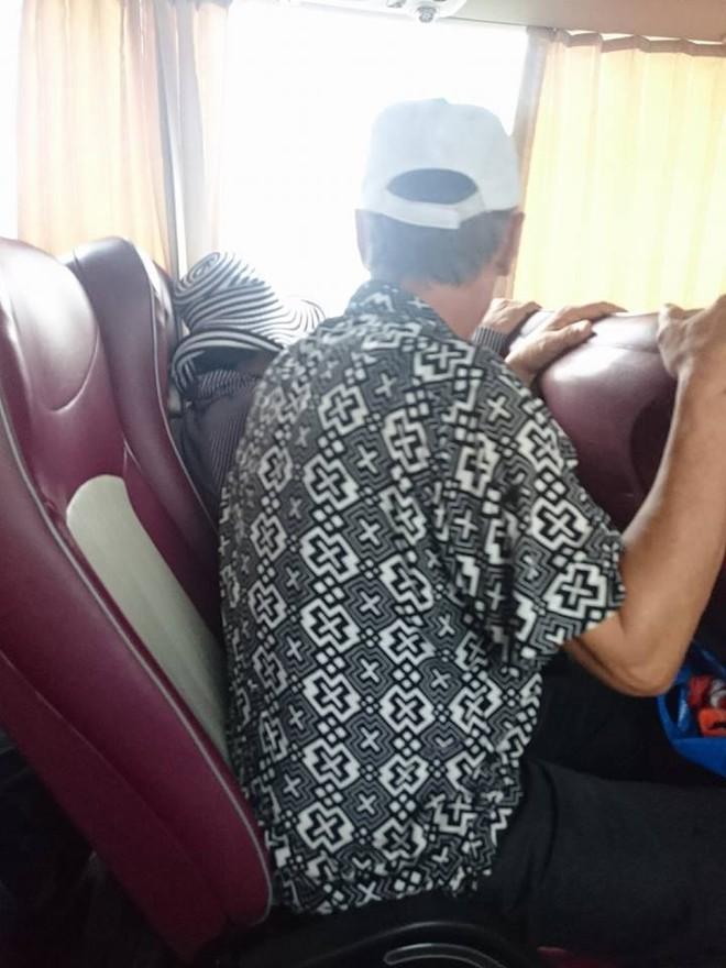 Một chiếc ghế xe khách, hai người đàn ông ngồi: Người cùng vợ đi nghỉ mát, kẻ dắt người yêu đi phá thai - Ảnh 1.