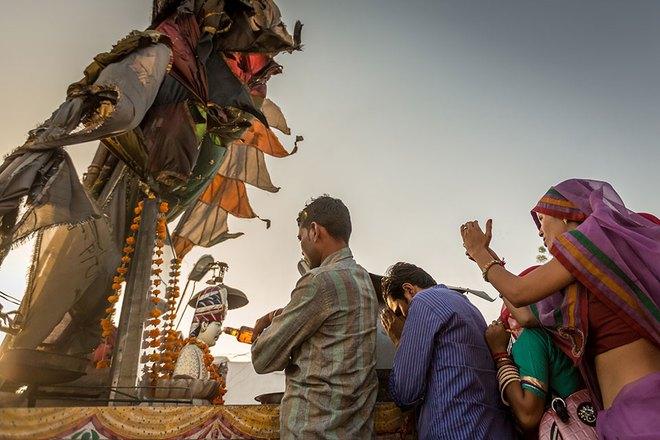 Chiếc xe mô tô thần thánh: mỗi năm có hàng nghìn người kéo đến thờ phụng - Ảnh 3.