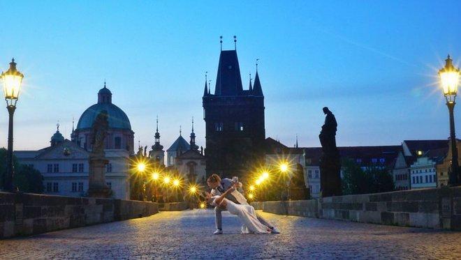 Cặp vợ chồng phù phiếm không ổn định làm ăn, sinh con mà đưa nhau đi khắp thế gian làm 100 đám cưới - Ảnh 18.