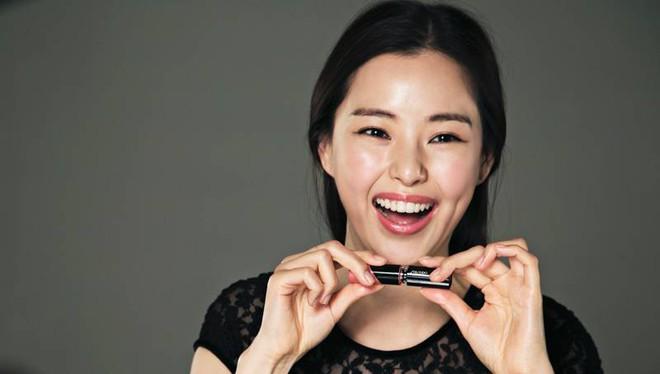 """Honey Lee: Hoa hậu Hàn Quốc quyến rũ nhất mọi thời đại với tuyệt chiêu """"7 lớp toner"""" khiến chị em phát cuồng - Ảnh 2."""