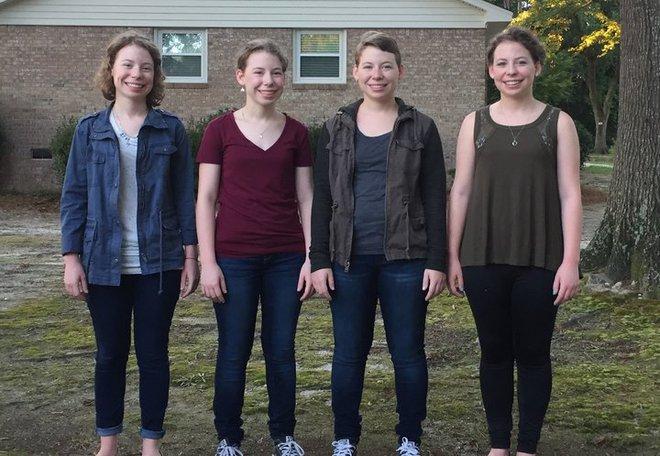 """Chị em sinh 4 với điệu cười """"cân"""" cả thế giới nay đã thành thiếu nữ cả rồi - Ảnh 6."""