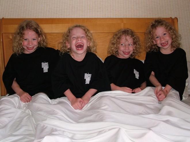 """Chị em sinh 4 với điệu cười """"cân"""" cả thế giới nay đã thành thiếu nữ cả rồi - Ảnh 3."""