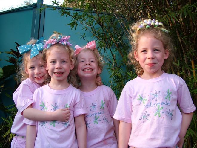"""Chị em sinh 4 với điệu cười """"cân"""" cả thế giới nay đã thành thiếu nữ cả rồi - Ảnh 4."""