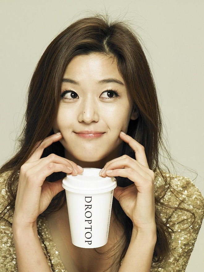 """15 năm qua, những bí quyết này đã giúp """"cô nàng ngổ ngáo"""" Jun Ji Hyun chỉ mãi đẹp lên chứ chẳng hề già đi - Ảnh 3."""