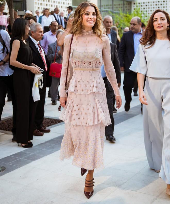 Hoàng hậu xứ Jordan - Biểu tượng của sắc đẹp, trí tuệ và phong cách thời trang của thế giới - Ảnh 9.