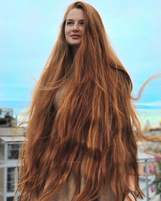 Từng bị rụng tóc đến hói cả đầu, nhờ những bí quyết nhỏ này cô gái Nga đã trở thành nàng Rapunzel đời thực vạn người mê - Ảnh 2.