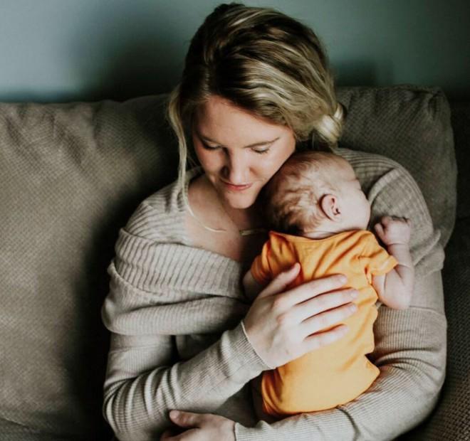 Con bị dị tật nhưng nhất quyết giữ đến cùng, nhiều tháng sau, người mẹ nhận được một thứ khiến cô rơi nước mắt - Ảnh 5.