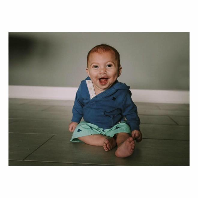 Con bị dị tật nhưng nhất quyết giữ đến cùng, nhiều tháng sau, người mẹ nhận được một thứ khiến cô rơi nước mắt - Ảnh 7.