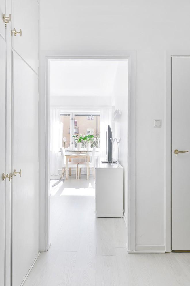 Chỉ 28m² nhưng căn hộ màu trắng này vừa đẹp không tì vết vừa đủ đầy đến hiếm có khó tìm - Ảnh 11.