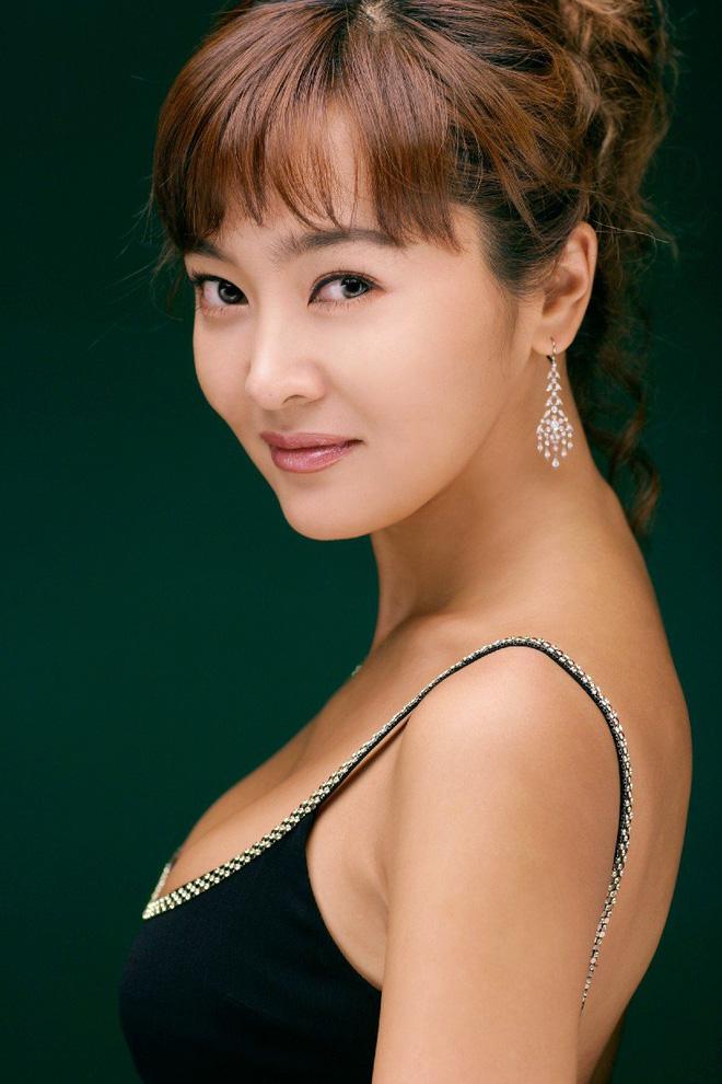 Lee Seung Yeon: Sự nông nổi thời trẻ biến Á hậu đáng tự hào thành kẻ tội đồ bị cả dân tộc Hàn quay lưng - Ảnh 12.