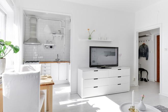 Chỉ 28m² nhưng căn hộ màu trắng này vừa đẹp không tì vết vừa đủ đầy đến hiếm có khó tìm - Ảnh 6.