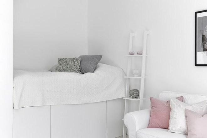 Chỉ 28m² nhưng căn hộ màu trắng này vừa đẹp không tì vết vừa đủ đầy đến hiếm có khó tìm - Ảnh 10.