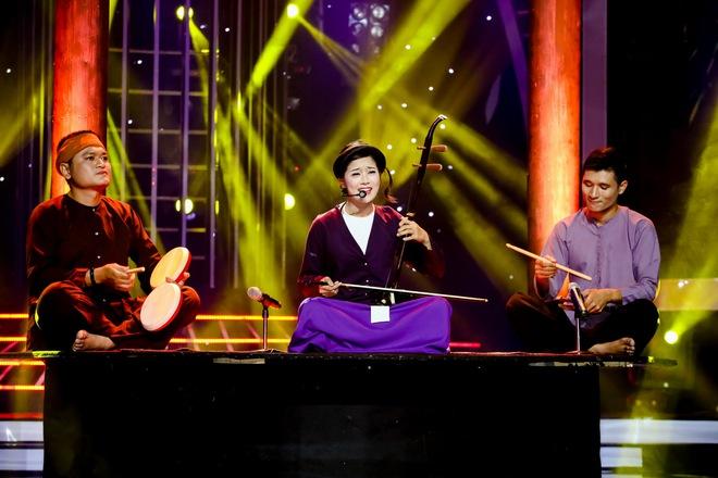 Vừa hát vừa kéo đàn nhị, Hoàng Yến Chibi khiến Đức Huy nghẹn ngào - Ảnh 2.