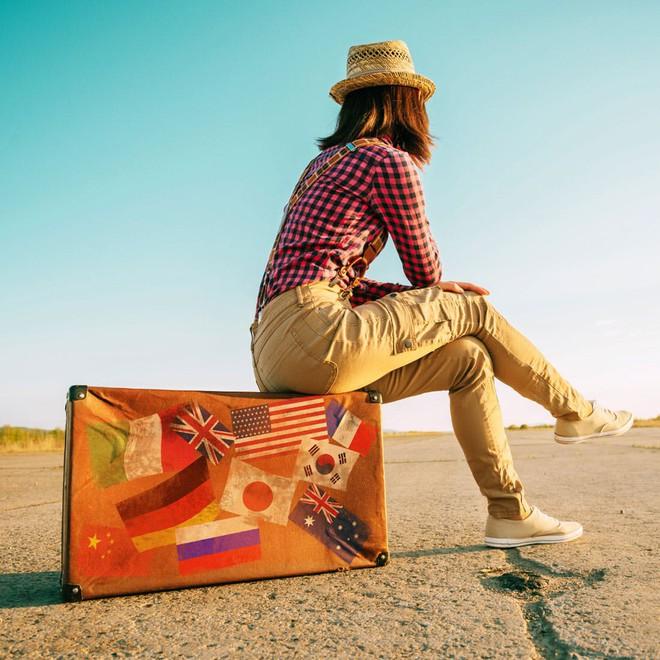 Làm thế nào để du lịch một mình vừa vui lại an toàn? Đọc ngay 50 bí kíp dành riêng cho những chị em ham xê dịch! - Ảnh 1.