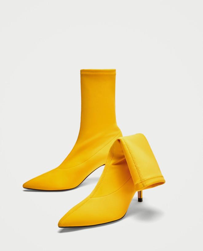 Thu/Đông này, không phải blazer, những đôi giày kiêm tất mới là món đồ đang chiếm lĩnh tủ đồ của sao Việt - Ảnh 3.