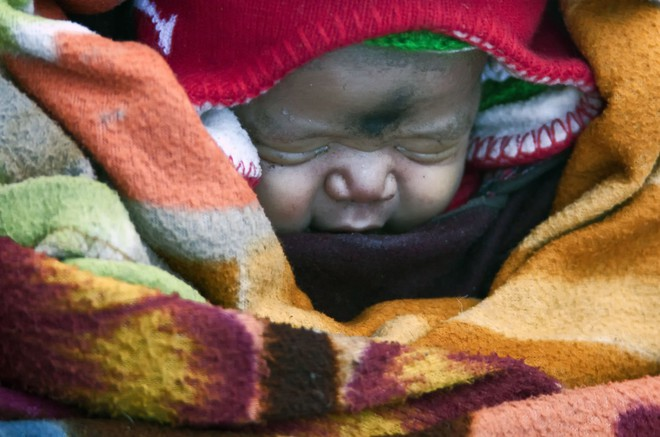 Cuộc sinh nở gian nan của những phụ nữ phải đi bộ suốt 9 ngày trời, qua 72 km trong thời tiết -35 độ C mới đến trạm xá - Ảnh 8.