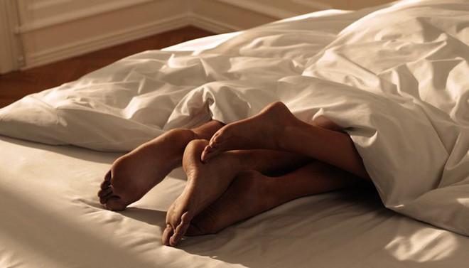 Đau bụng khi quan hệ tình dục: Những nguyên nhân chị em không được chủ quan - Ảnh 2.