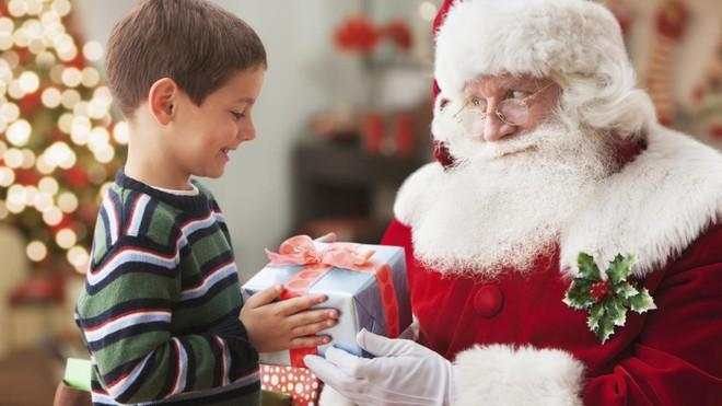 Nên nói dối hay phanh phui sự thật về ông già Noel? Đây sẽ là lựa chọn khôn ngoan nhất - Ảnh 2.