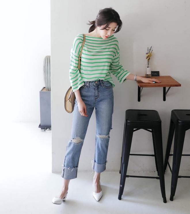 Lên đồ với áo phông và quần jeans, chỉ có đẹp chứ không bao giờ xấu nhé! - Ảnh 14.