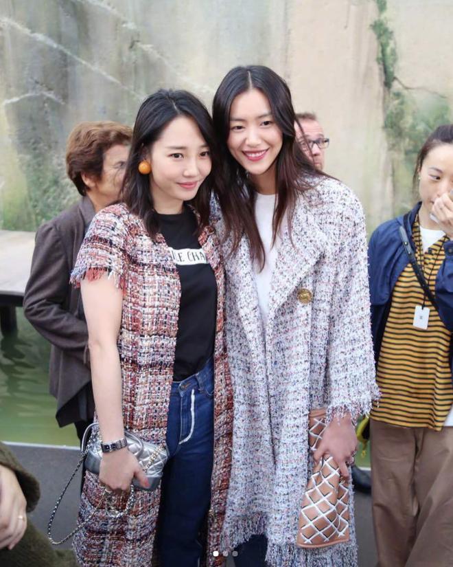 Liu Wen diện đồ chất hơn hẳn Park Shin Hye tại show Chanel Xuân/Hè 2018 - Ảnh 5.