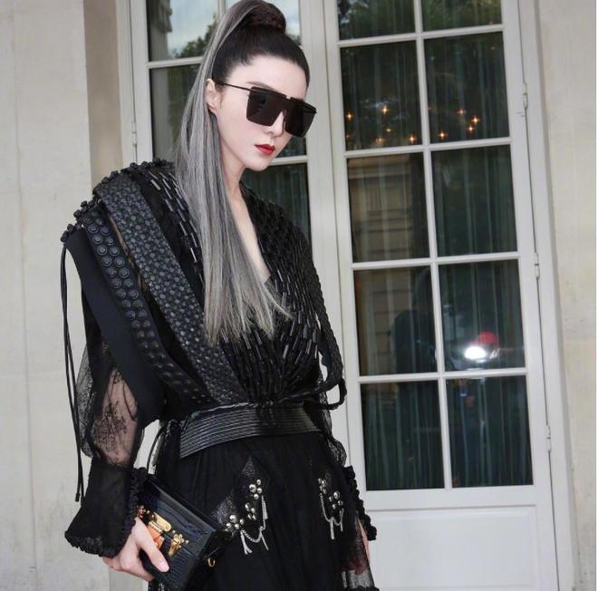 Phạm Băng Băng chơi hẳn màu tóc khói bạc xuất hiện cực chất tại show diễn của Louis Vuitton - Ảnh 4.