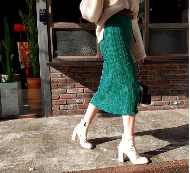 Lên đồ ấm áp cho ngày trời lạnh tăng cường với 4 kiểu chân váy chuyên dụng của mùa đông - Ảnh 7.