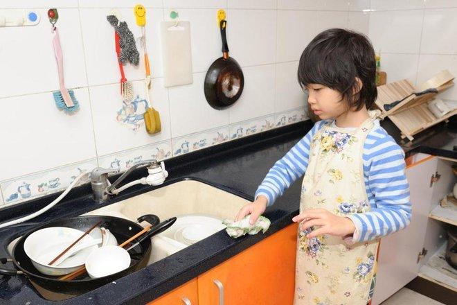Chỉ với một chiếc đồng hồ, bạn sẽ giúp con làm việc nhà đầy hào hứng   - Ảnh 2.