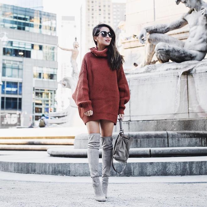 Cuối tháng 10, street style của phái đẹp châu Á ngày càng kín đáo và thu hút hơn - Ảnh 2.