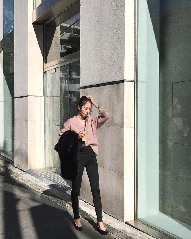 Cuối tháng 10, street style của phái đẹp châu Á ngày càng kín đáo và thu hút hơn - Ảnh 11.