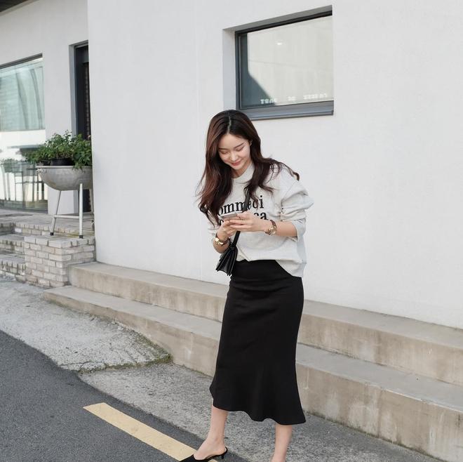 Cuối tháng 10, street style của phái đẹp châu Á ngày càng kín đáo và thu hút hơn - Ảnh 13.