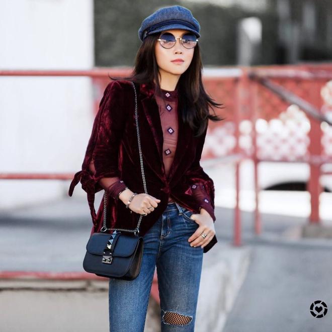 Cuối tháng 10, street style của phái đẹp châu Á ngày càng kín đáo và thu hút hơn - Ảnh 16.