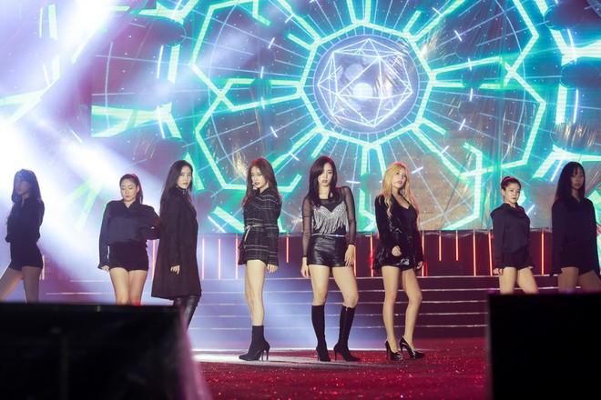 Fan Việt đội mưa hơn 5 tiếng chờ xem concert T-ara tại Việt Nam - Ảnh 4.