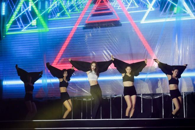 Fan Việt đội mưa hơn 5 tiếng chờ xem concert T-ara tại Việt Nam - Ảnh 10.