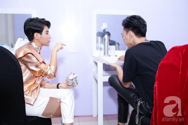 Soobin Hoàng Sơn, Vũ Cát Tường cười toe toét khi đụng hàng giày hàng hiệu - Ảnh 5.
