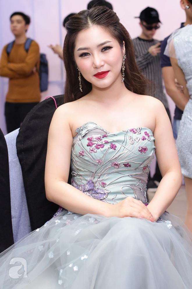 Soobin Hoàng Sơn, Vũ Cát Tường cười toe toét khi đụng hàng giày hàng hiệu - Ảnh 7.