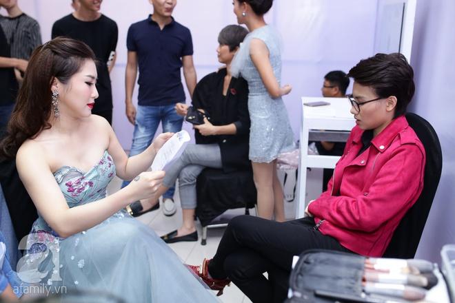 Soobin Hoàng Sơn, Vũ Cát Tường cười toe toét khi đụng hàng giày hàng hiệu - Ảnh 8.