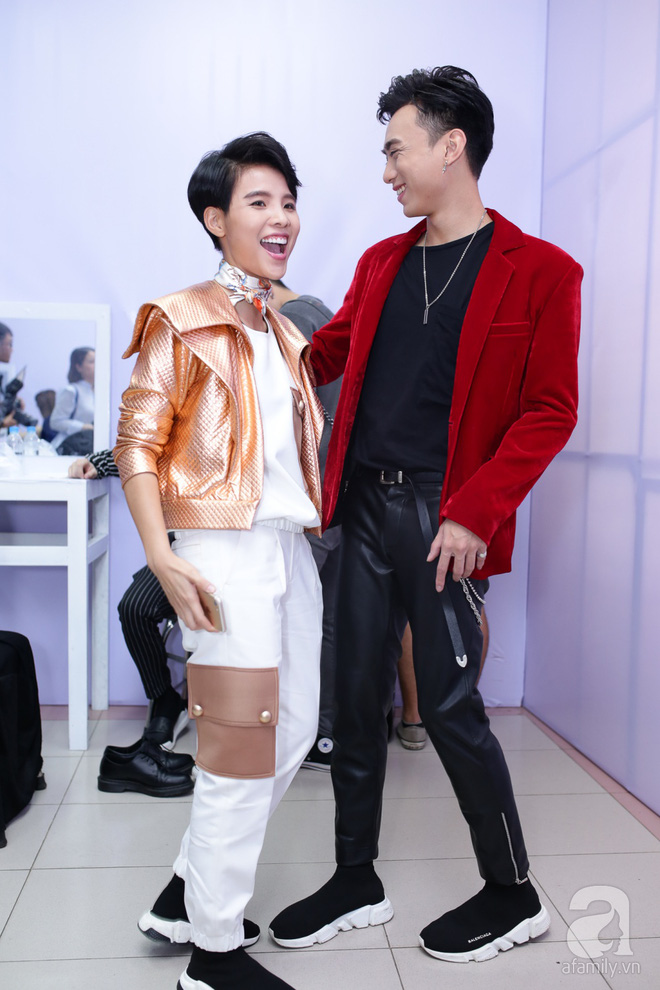 Soobin Hoàng Sơn, Vũ Cát Tường cười toe toét khi đụng hàng giày hàng hiệu - Ảnh 4.