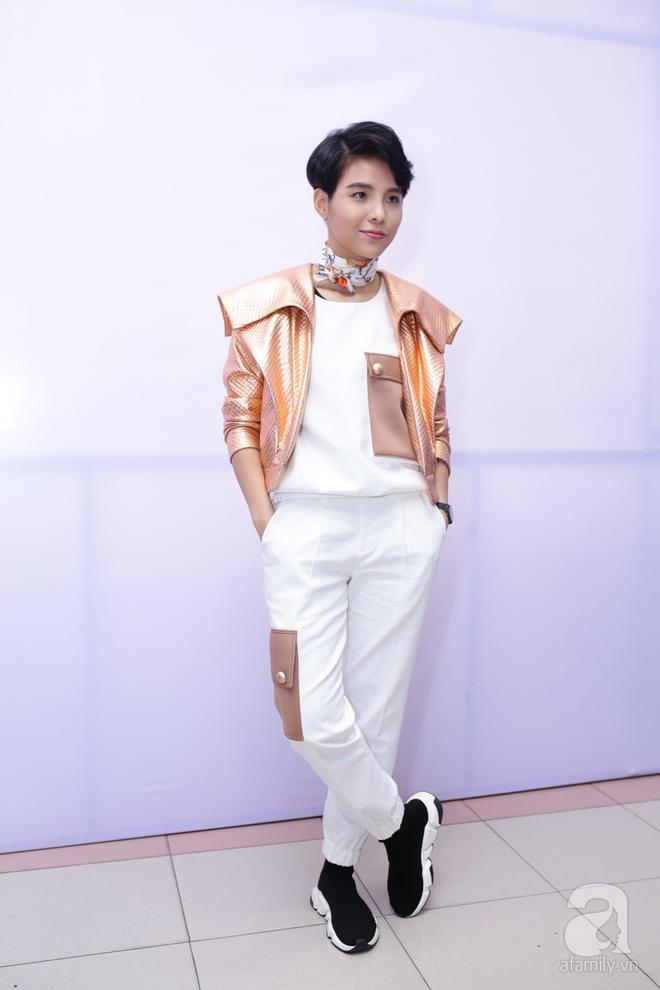 Soobin Hoàng Sơn, Vũ Cát Tường cười toe toét khi đụng hàng giày hàng hiệu - Ảnh 2.