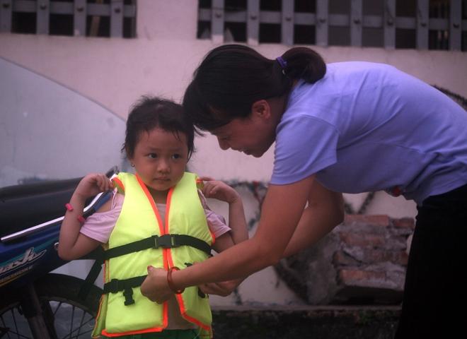 Hà Nội: cả làng cùng hùn tiền cải tạo, biến ao ô nhiễm thành bể bơi miễn phí cho trẻ em - Ảnh 15.