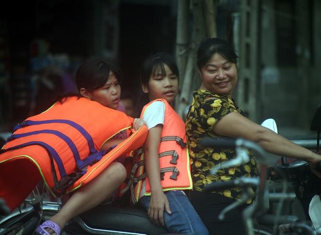 Hà Nội: cả làng cùng hùn tiền cải tạo, biến ao ô nhiễm thành bể bơi miễn phí cho trẻ em - Ảnh 14.