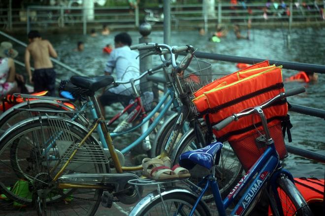 Hà Nội: cả làng cùng hùn tiền cải tạo, biến ao ô nhiễm thành bể bơi miễn phí cho trẻ em - Ảnh 16.