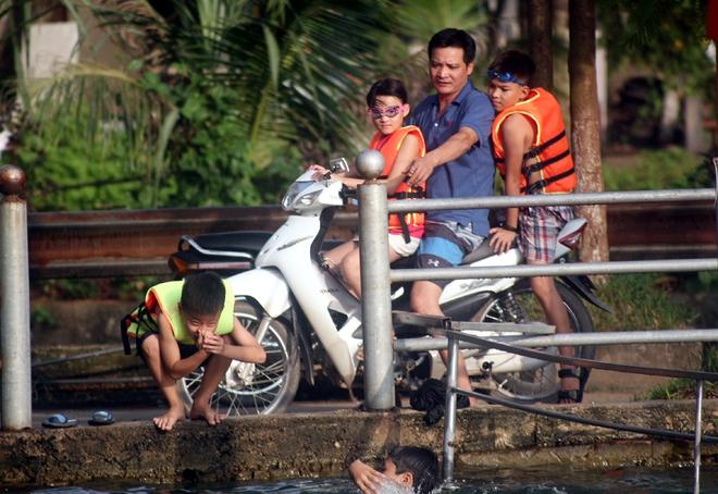 Hà Nội: cả làng cùng hùn tiền cải tạo, biến ao ô nhiễm thành bể bơi miễn phí cho trẻ em - Ảnh 17.