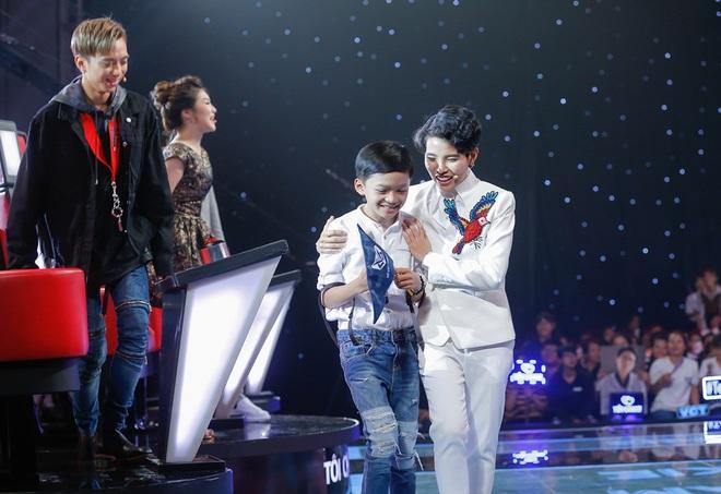 The Voice Kids: Vũ Cát Tường đảo ngược tình thế, giành được hoàng tử dân ca - Ảnh 3.
